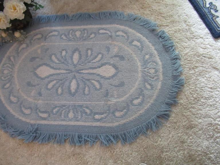 Lot 1532 Small Throw Rugs