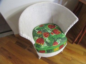 ROUND BACK WICKER SITTING CHAIR - R1