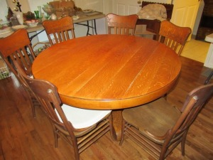 PEDESTAL STYLE DINING TABLE AND 6 CHAIRS - PR