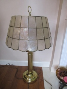 BRASS TONE TABLE LAMP - FLR