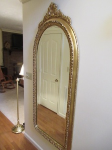 WALL HANGING MIRROR IN GOLD TONE ORNATE FRAME - FR