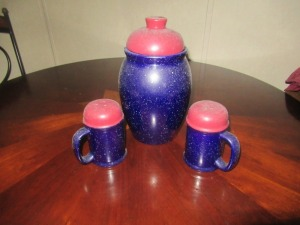 CERAMIC CANISTER AND SHAKER SET