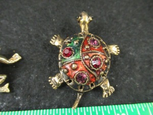 3 BROOCHES AND 1 PENDANT