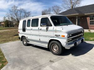 1993 CHEVY CHAIR LIFT VAN