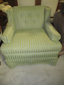 UPHOLSTERED CHAIR WITH ARMS