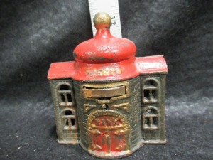 VINTAGE IRON PRESTO BANK COIN BANK