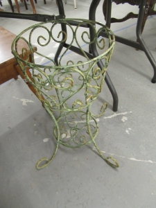 METAL GREEN PLANT STAND