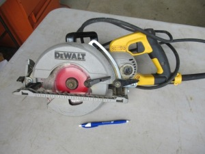 DEWALT ELECTRIC CIRCULAR SAW