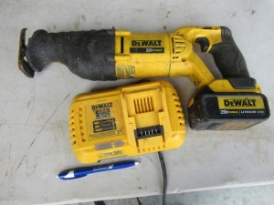 DEWALT RECIPROCATING SAW WITH BATTERY AND CHARGER