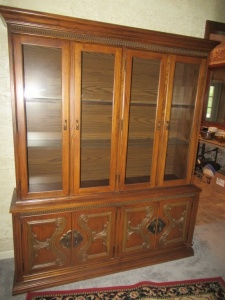 WOODEN HUTCH - US