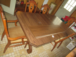 DINING ROOM TABLE - US