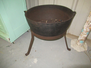 CAST IRON POT ON STAND