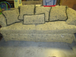 HICKORY HILL SOFA