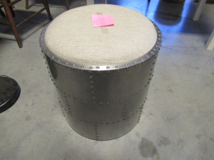 ROUND METAL FOOT STOOL