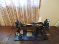 VINTAGE SEWING MACHINE WITH TABLE - 3