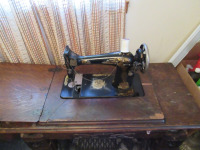 VINTAGE SEWING MACHINE WITH TABLE - 6
