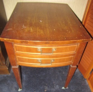 VINTAGE END TABLE - BR1T