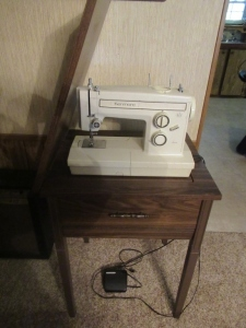 SEWING TABLE & MACHINE- DRT