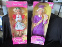 2 BARBIE DOLLS -HLR