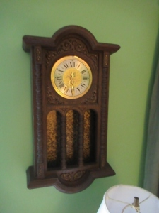 WALL HANGING CLOCK    -LR