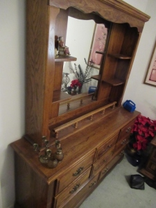 DRESSER WITH MIRROR    -BR2