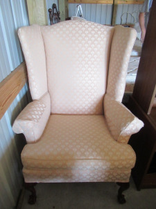UPHOLSTERY SITTING CHAIR