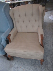 UPHOLSTERED BUTTON BACK CHAIR