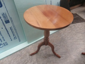 ROUND END TABLE         -G