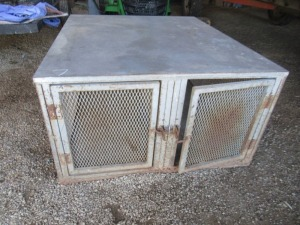 DOG BOX FOR TRUCK BED