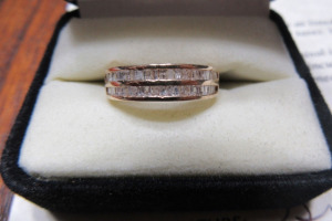 10K - GOLD - WEDDING BAND - DIAMONDS - 800.00 APP