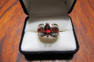 14K - GOLD RING - RUBY & DIAMOND STONES -