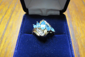 10K - GOLD RING - BLUE & DIAMOND STONES - 3.7 GR