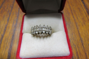 10K - GOLD RING - DIAMOND STONES - TB - SZ 7 -