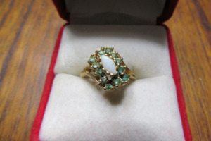 18KT HGE - GOLD RING - PEARL & GREEN STONES-TB-