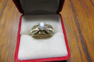 18KT GE - RING - DIAMOND ACCENTS - TB - SZ 6 1/2