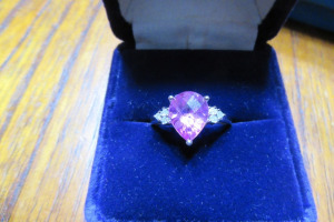 10K - RING - PINK STONE - SZ 6 1/2 - MARKED 10K