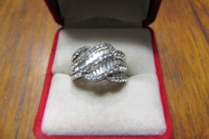SILVER RING - DIAMOND STONES - MARKED 925 -