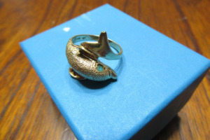 14K - GOLD - DOLPHIN RING - LB - MARKED 14K -