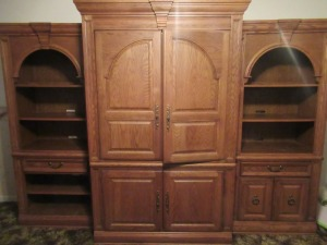 BROYHILL ENTERTAINMENT CENTER WITH BOOKCASES