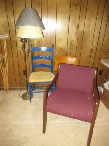 BRASS FLOOR LAMP AND 3 CHAIRS - B