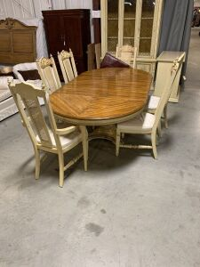 BEAUTIFUL DINING ROOM TABLE AND 6 CHAIRS INCLUDES CAPTAINS CHAIR