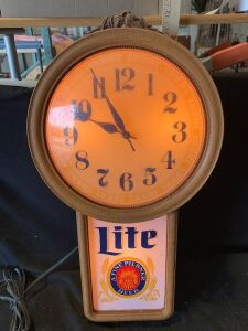 LIGHT UP MILLER LITE CLOCK