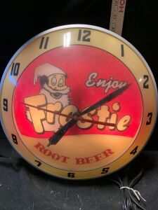 ILLUMINATED FROSTIE ROOT BEER CLOCK