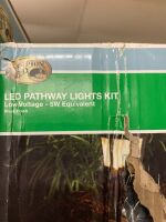 LED PATHWEAY LIGHTS KIT - 2