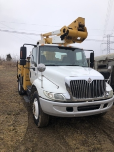 2006 INTERNATIONAL BUCKET TRUCK - L15