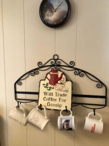 CUP HOLDER WITH MUGS AND CLOCK (2)