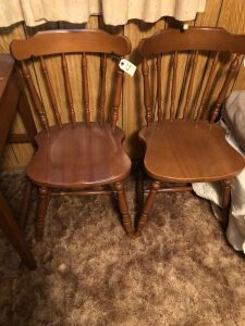 LOT OF 2 MATCHING WOOD CHAIRS (2)