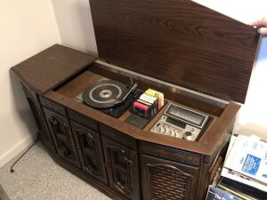 8 TRACK AND RECORD PLAYER IN CABINET