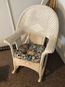 SINGLE WICKER PATIO/PORCH ROCKING CHAIR WITH CUSHION