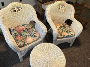 WICKER PATIO/PORCH FURNITURE 2 CHAIRS AND TABLE (3)